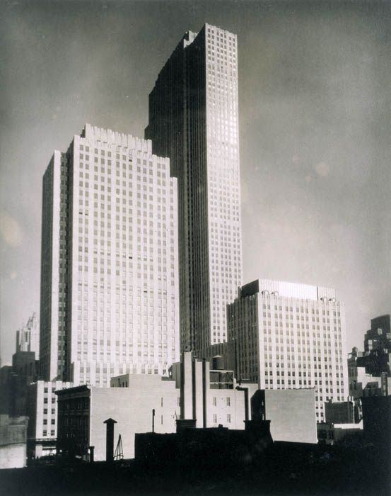 Berenice-Abbott-Rockefeller-Center-1932
