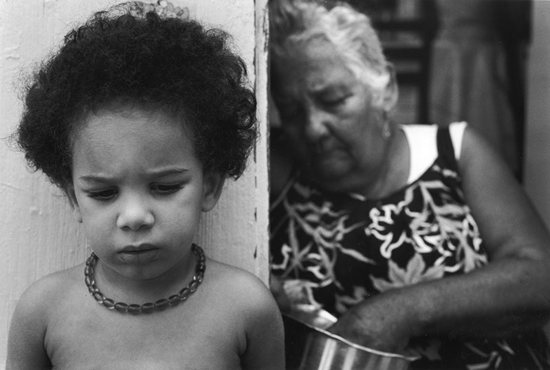 Sabine Weiss : Vieille dame et enfant -  Guadeloupe 1990