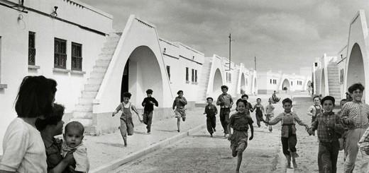 Sabine Weiss : Village moderne de pecheurs - Olhão Algarve Portugal 1954