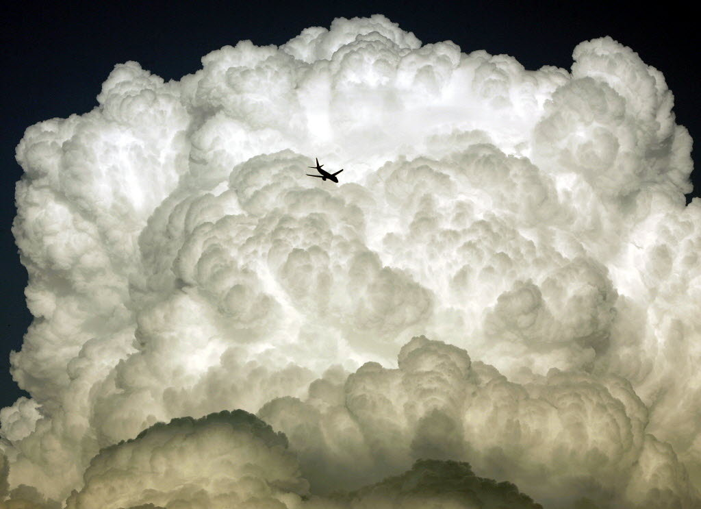 avion-nuage Photo Chris Gardner/AP